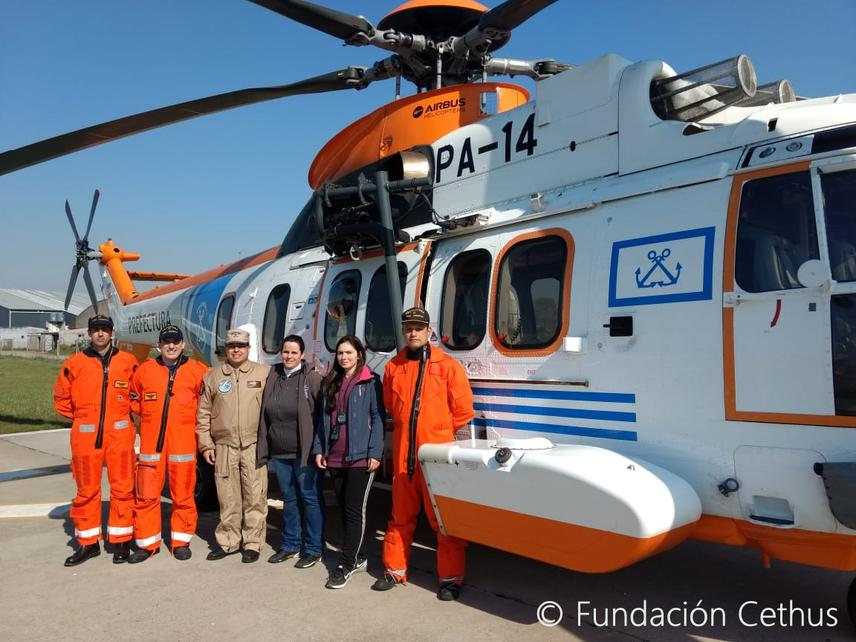 Pilots, co-pilot and authority of Argentine Coast Guard and project team.