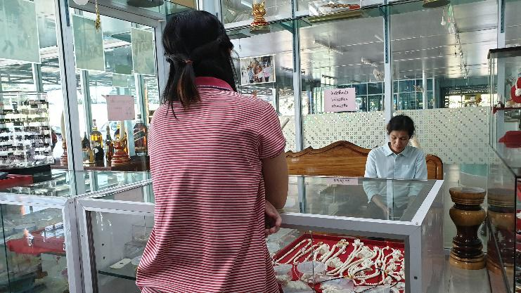 Interviews with ivory sellers.